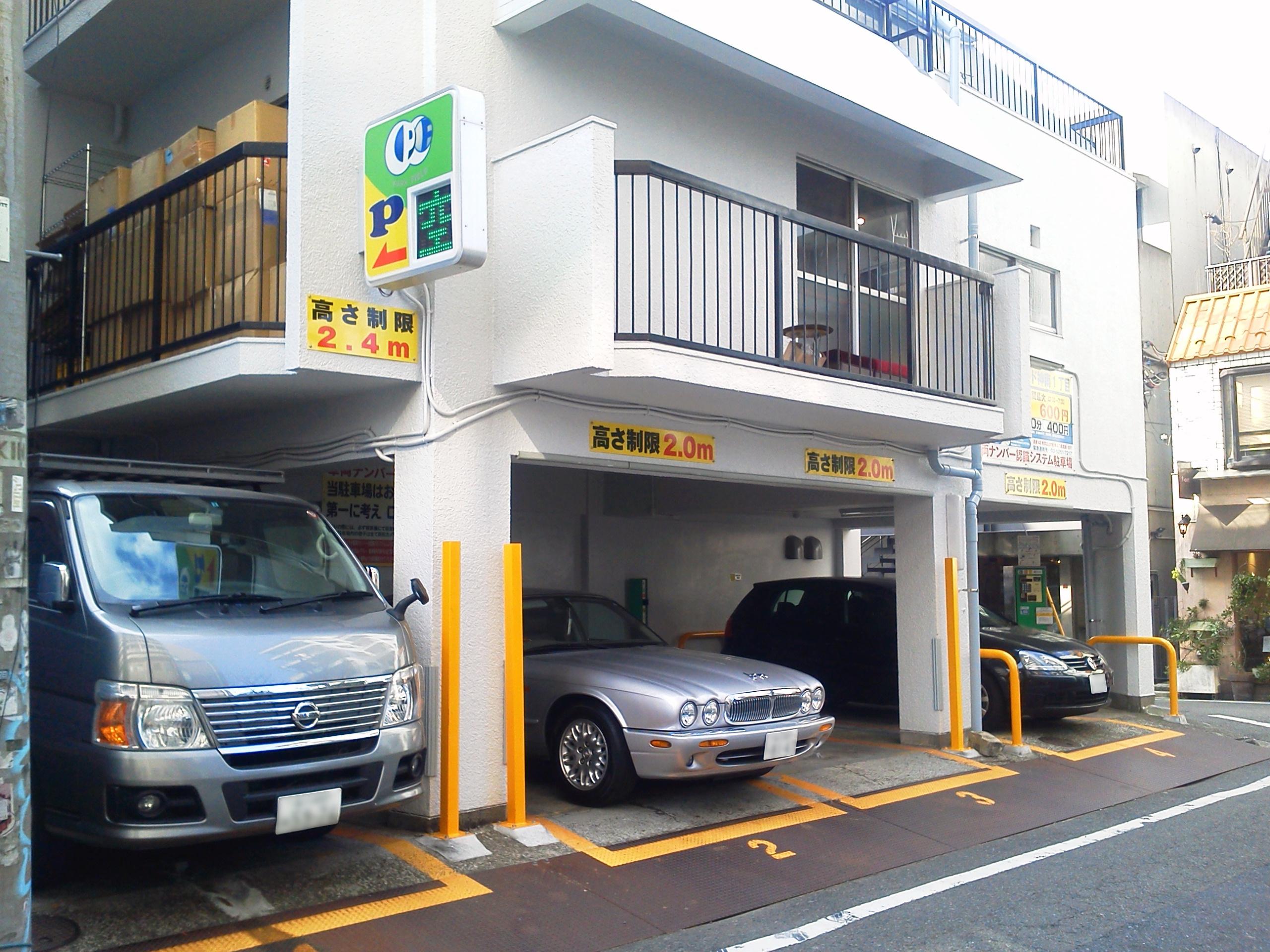 建物下駐車スペース